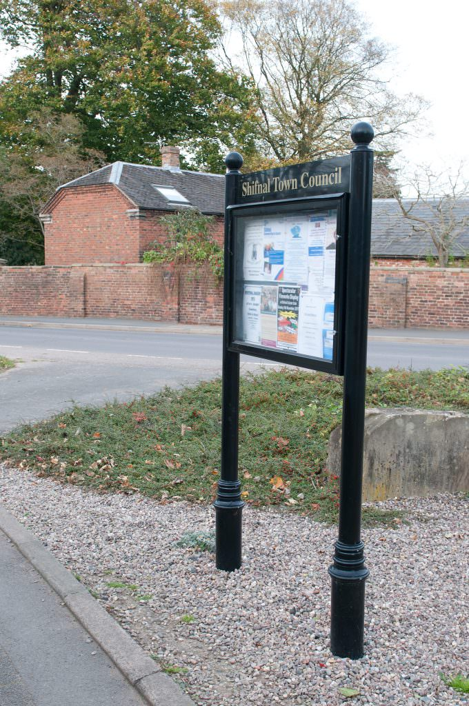 A post mounted aluminium notice board to display 8 sheets of A4. Supplied with a header panel and decorative posts for a historic town